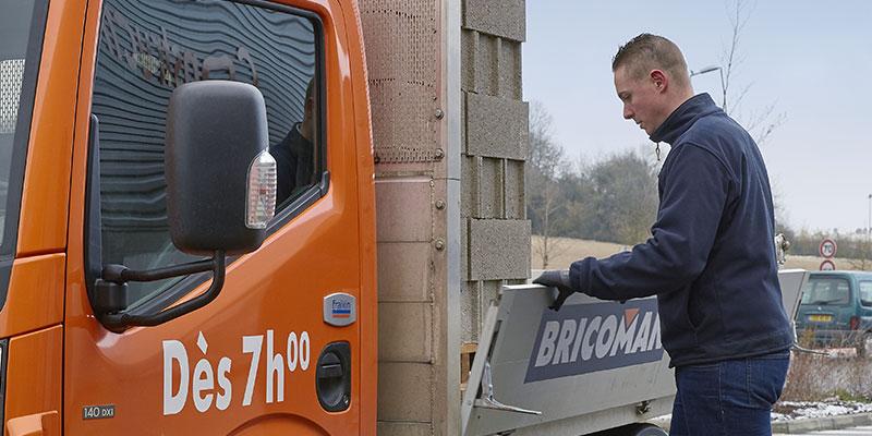 Equipe reception Bricoman fournisseur livraison